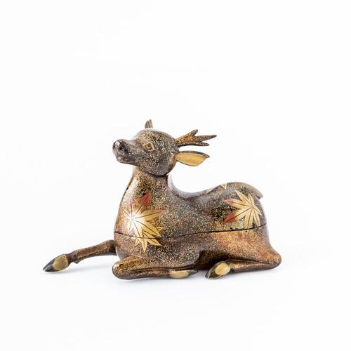 鹿型金蒔絵香合