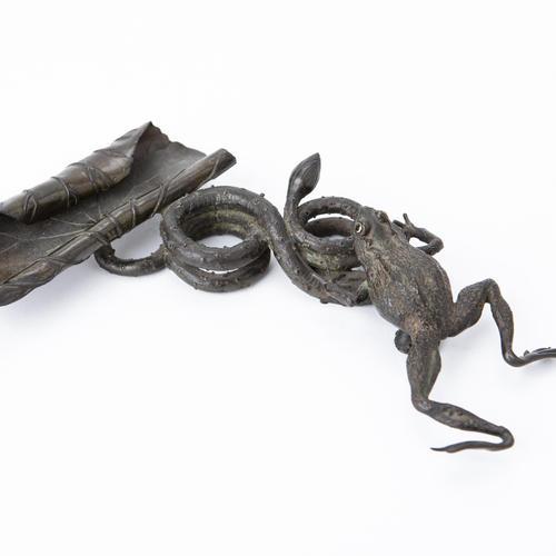 古銅剣山 蓮に蛙